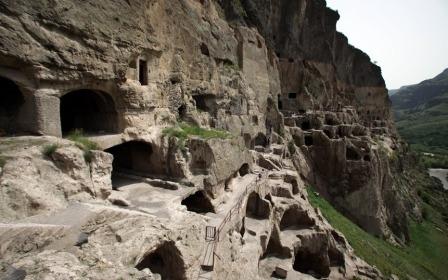 Тбилиси и Пещерные города